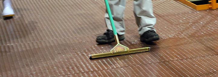 滑りやすい床の対策