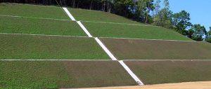 切土盛土法面の縦排水と小段排水路