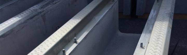 コンクリートプレキャスト製品の横断枠