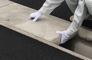 跳ね上がり対策にコンクリート蓋の設置