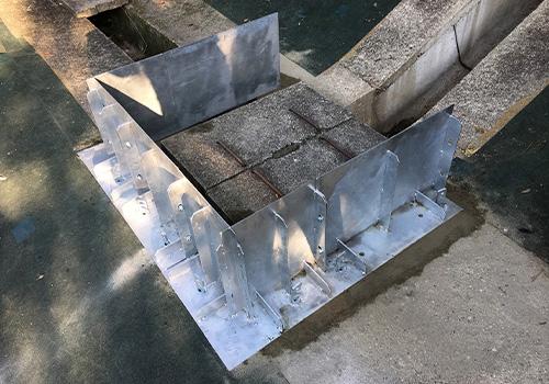 縦排水と小段排水の継ぎ目の桝