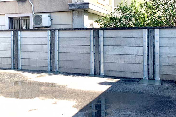 万年塀の耐震補強