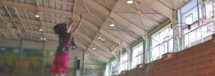 体育館のエアコンをボールから守る