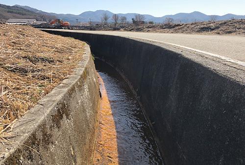 通学路の危険な用水路